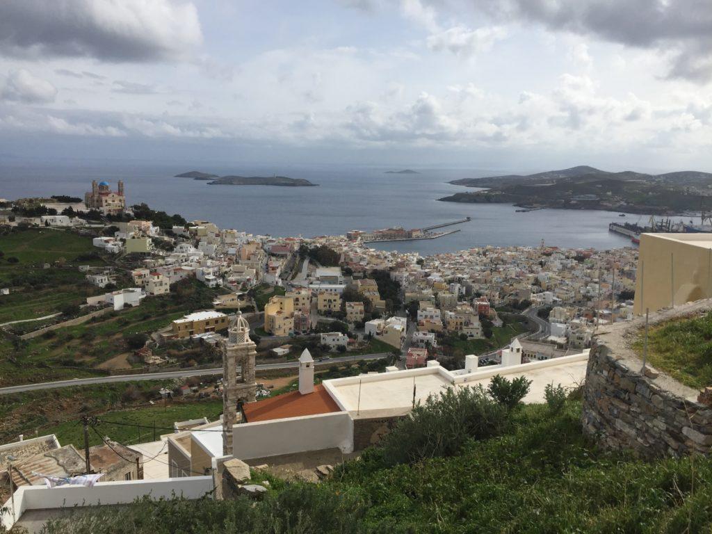 Blick von oben auf die orthodoxe Kirche