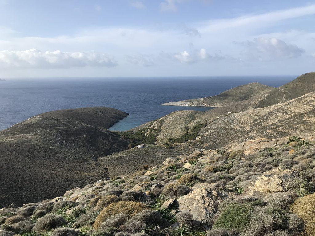 Gria Spilia Bucht - markant ist der Bewuchs mit Bäumen